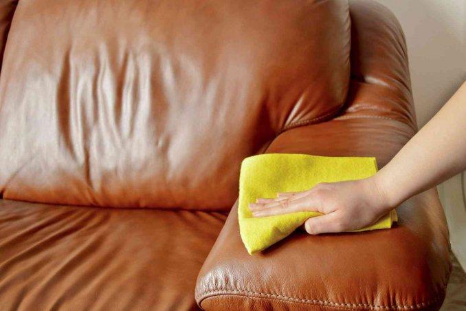 Come pulire il divano in pelle donnad