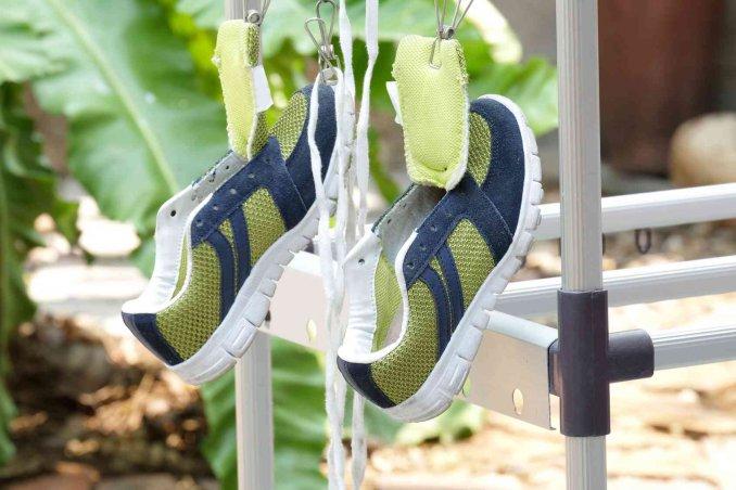 Come lavare le scarpe da ginnastica a mano e in lavatrice - Lavare tappeti in lavatrice ...