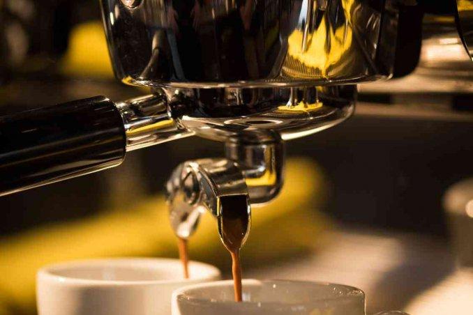 Come decalcificare la macchina del caffè | CucinaT