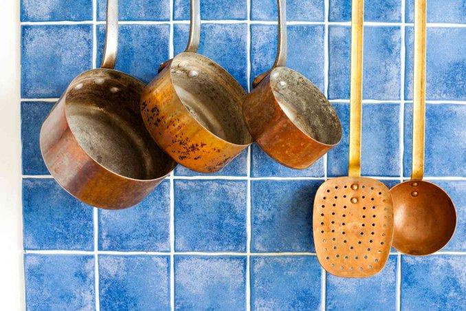 Pulire La Credenza : Come pulire le pentole in rame donnad