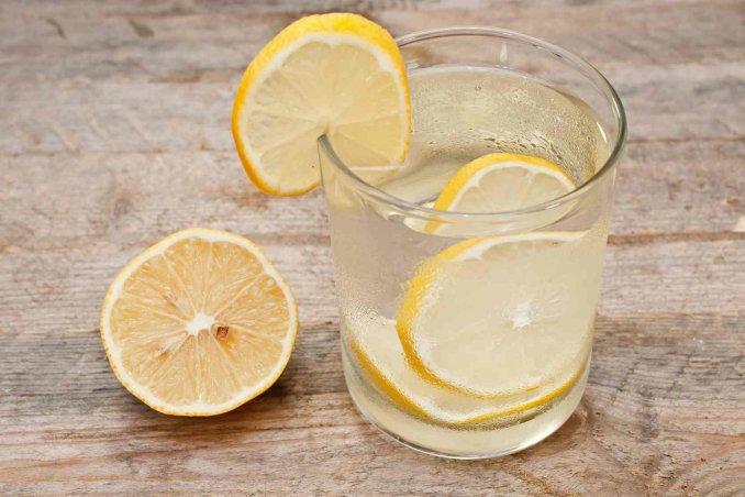 dieta al limone con acqua calda