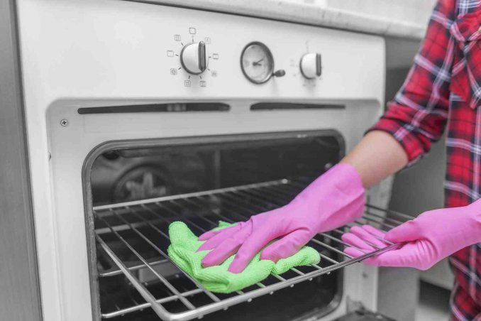 Prodotti efficaci per pulire il forno tradizionale e a microonde