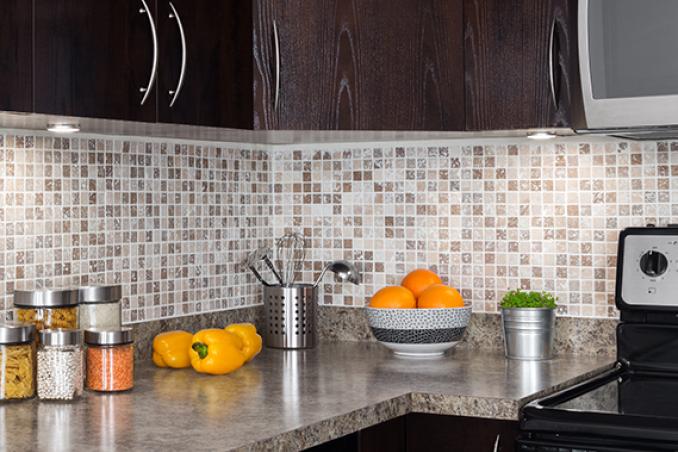 Come pulire bene le fughe e le piastrelle della cucina - Piastrelle con brillantini ...