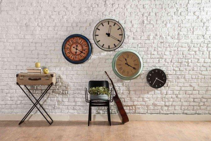 Decorare una parete fai da te disegni stencil e adesivi - Decorare una parete di casa ...