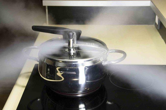 Pentola a pressione: come si usa, tempi di cottura e consigli utili