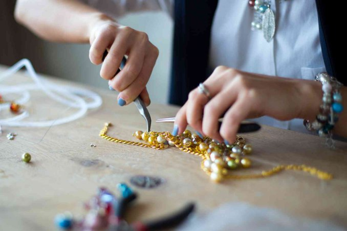 Come creare gioielli fai da te idee e soluzioni donnad for Creare con il fai da te