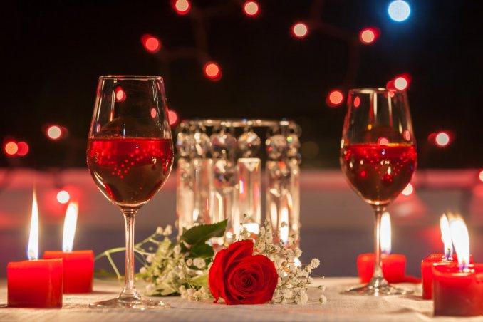 Come organizzare una cenetta a lume di candela perfetta donnad - Idee per cena romantica a casa ...
