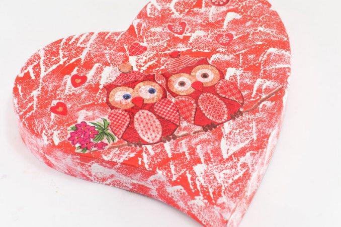 regali fai da te san valentino, decoupage san valentino, decoupage scatola cioccolatini