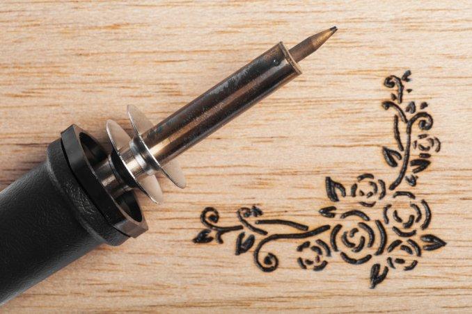 pirografo legno, tecnica pirografia, pirografo