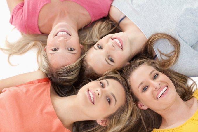 amiche infanzia, mantenere rapporto, amicizia, adulte