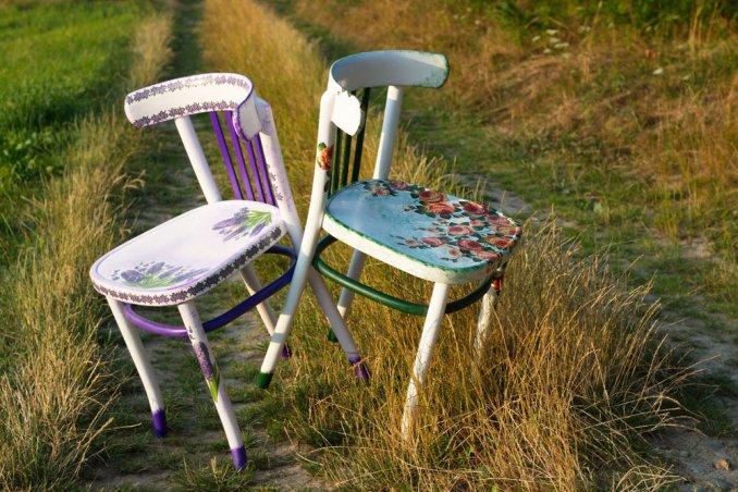 decorare una sedia di legno con il decoupage per
