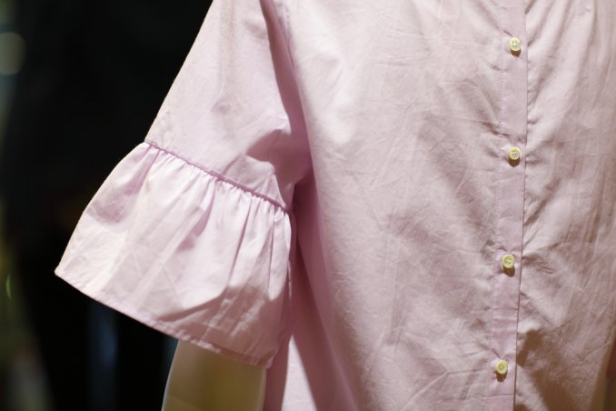 accorciare maniche camicia, tagliare maniche camicia