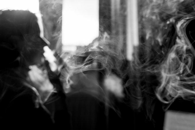 come eliminare puzza fumo sigaretta, togliere odore fumo, eliminare odore fumo