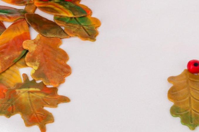 cake design autunno, foglie pasta zucchero