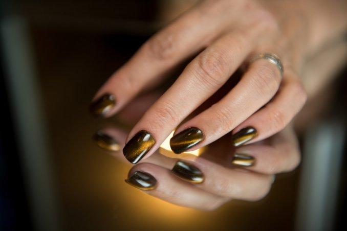 Come fare le unghie a specchio con la nail art semplice donnad - Nail art a specchio ...