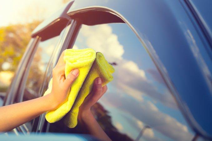 come pulire vetri macchina, pulire vetri macchina senza lasciare aloni