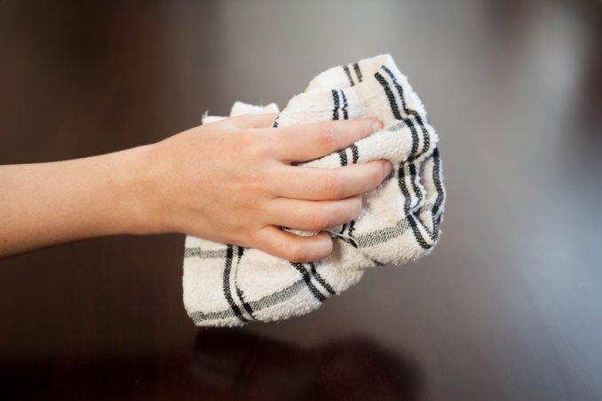 Pulizia Mobili Cucina Legno : Come pulire i mobili laccati in legno senza rovinarli donnad