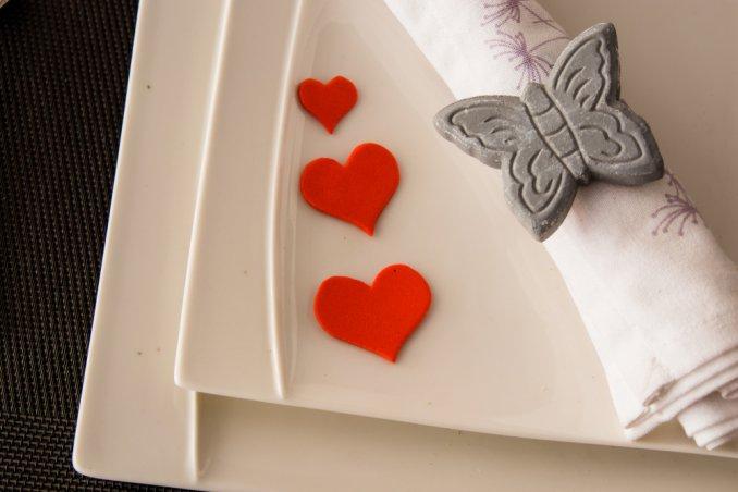 Come decorare tavola a san valentino donnad - Idee tavola san valentino ...