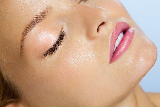 dewy make-up, trucco, effetto bagnato