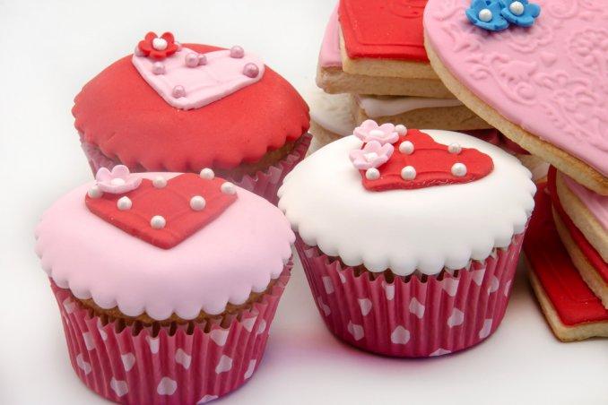 cupcake romantici pasta di zucchero, cupcake san valentino pasta di zucchero