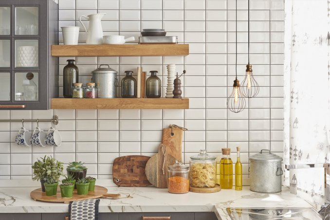 Come arredare una cucina piccola con 5 idee salvaspazio | DonnaD
