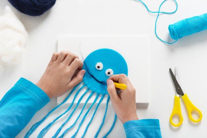 Lavoretti di lana per divertire i bambini donnad for Lavoretti per decorare la stanza