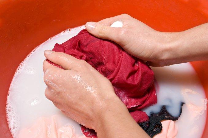togliere macchie olio tessuti