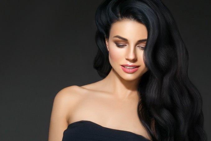 ragazze carine con capelli neri