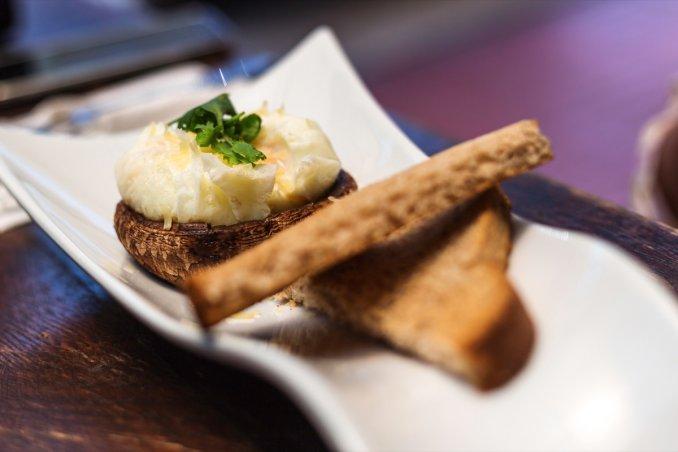 uovo in camicia fritto, ricetta, come prepararlo