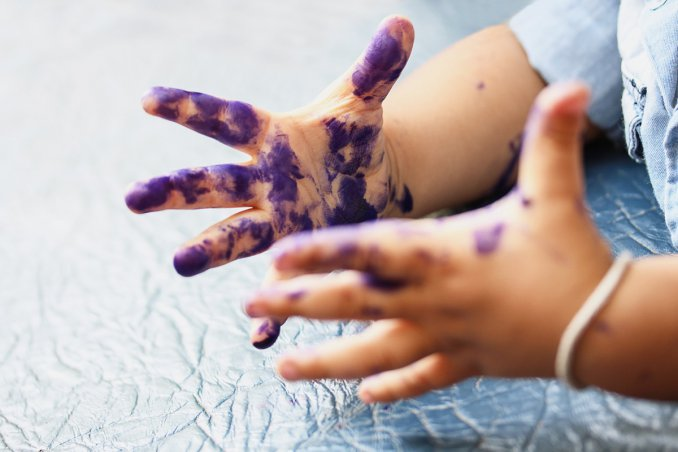 come togliere le macchie di inchiostro dalle mani in modo efficace
