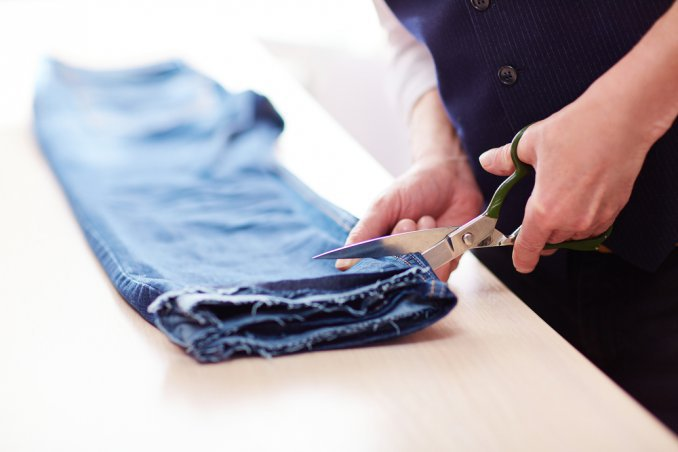 come accorciare jeans, accorciare pantaloni