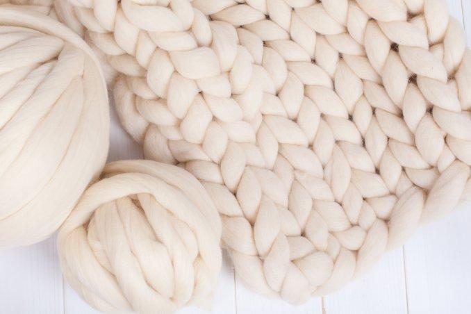 lavorare a maglia con braccia