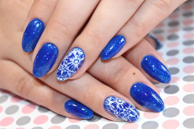 Le 5 Nail Art In Blu Elettrico Per Lestate Donnad