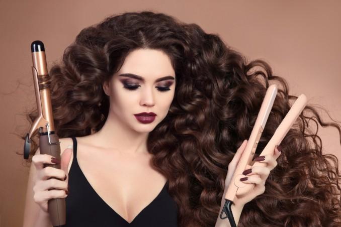 Come creare capelli mossi con la piastra