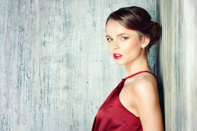 9fed8cf7edcb Trucco abbinato al vestito rosso  ecco il make-up giusto