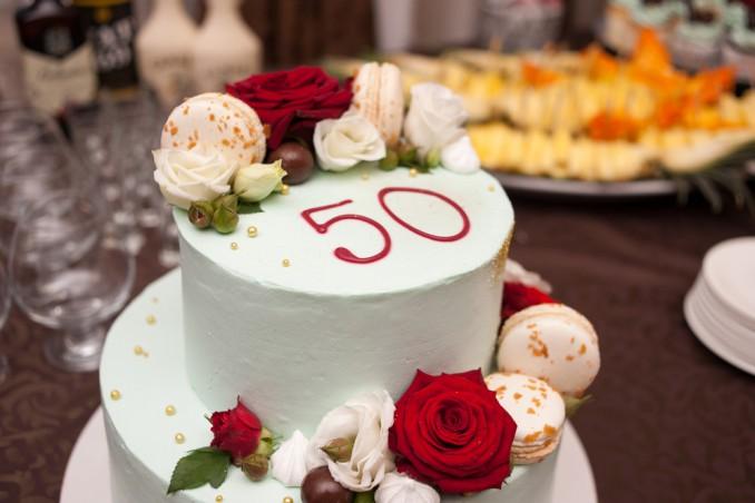 7 decorazioni speciali per un compleanno importante donnad for Decorazioni per torta 60 anni