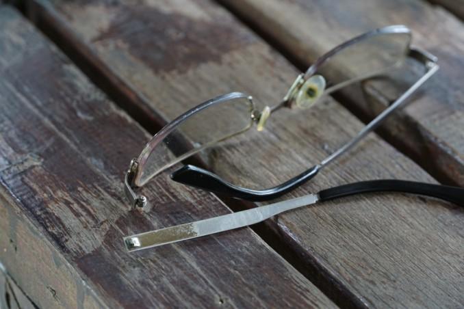 nuovo stile in arrivo abile design Asta occhiali rotta, 2 soluzioni pratiche e un trucco | DonnaD