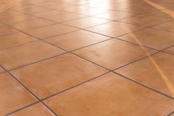 Come pulire le fughe nere di pavimenti e piastrelle donnad