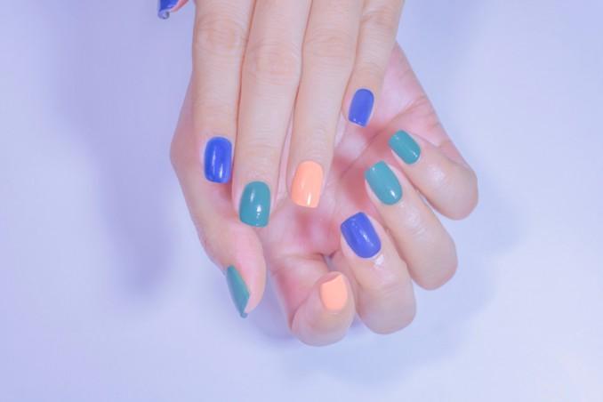 applicare gel unghie