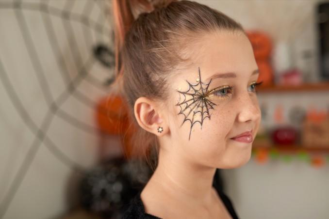 Trucco Halloween Per Bambini Da Strega.Trucco Semplice Di Halloween Il Make Up Con La Ragnatela Donnad