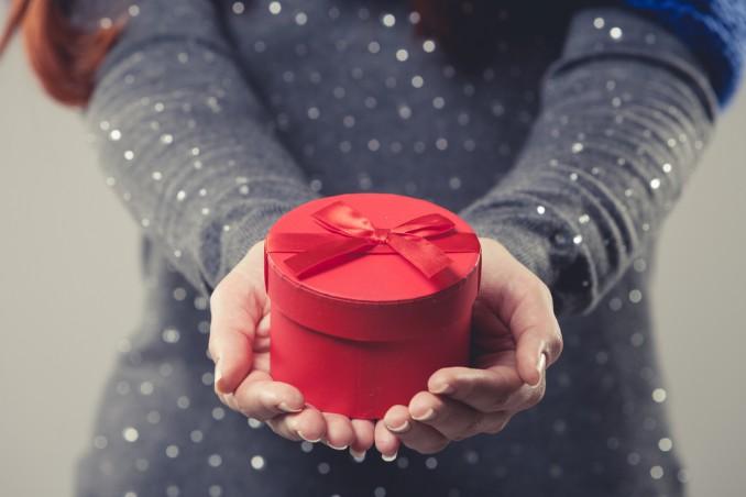 Idee Regalo Natale Cognata.Regali Di Natale 10 Idee Per Conquistare La Suocera Donnad