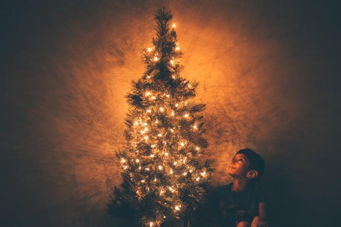 mettere luci albero natale