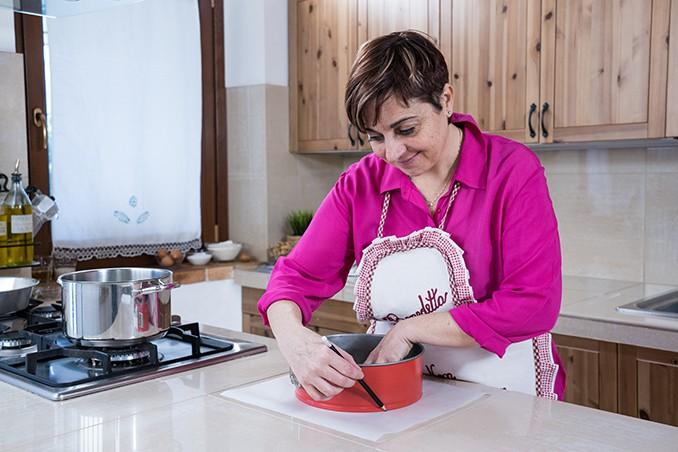 Come foderare uno stampo circolare con la carta forno
