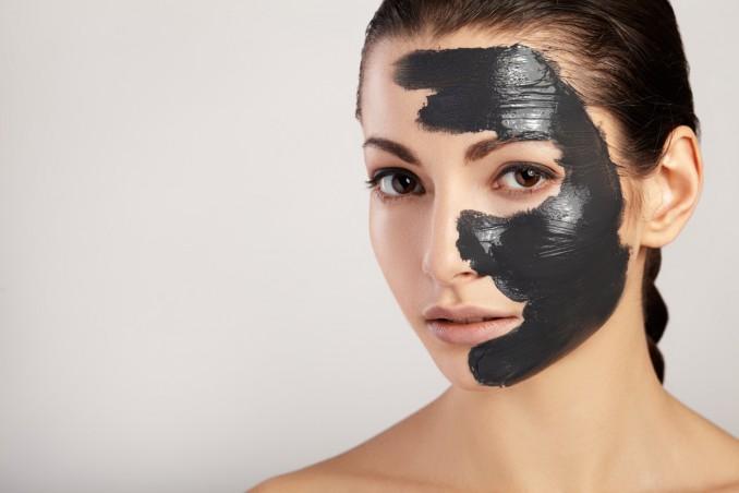 maschera Sta piangendo ampiezza  Maschera viso nera: come usarla e funziona davvero? | DonnaD