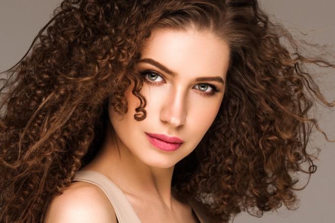 Lisciare capelli ricci lunghi