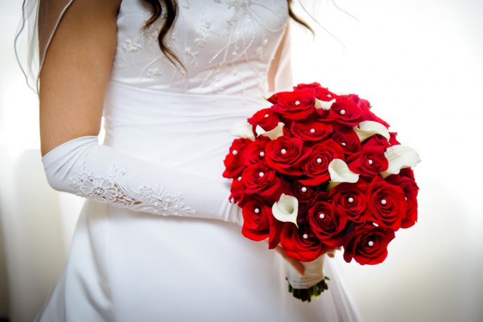 bouquet sposa con rose rosse, bouquet sposa con rose, bouquet matrimonio con rose