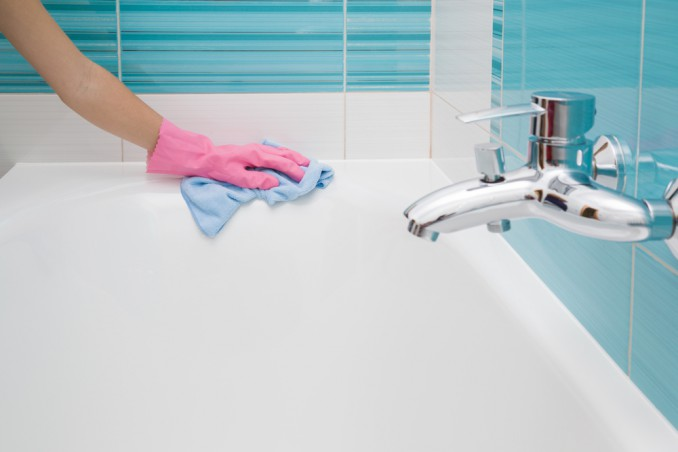 Sanitari puliti in 5 mosse donnad