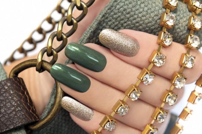 nail art, smalto glitter, brillantini