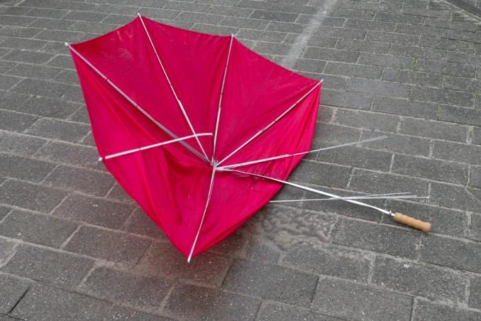 riutilizzo stoffa ombrelli, riciclo ombrello borsa