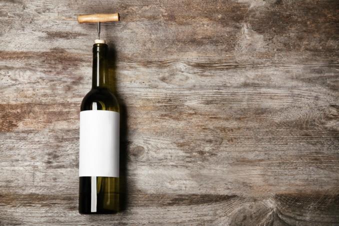 come togliere etichette da bottiglie vetro, staccare etichette bottiglie vetro, togliere colla da vetro